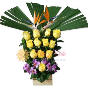 felicidades arreglo floral   flor y vida