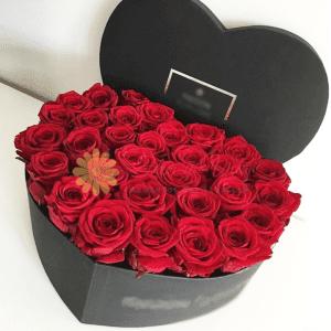 Caja de corazón en rosas