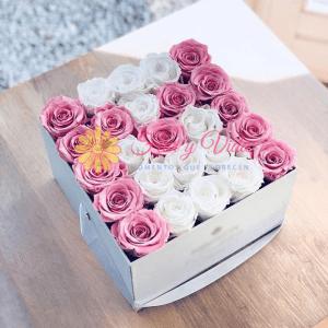 Caja de rosas con letras